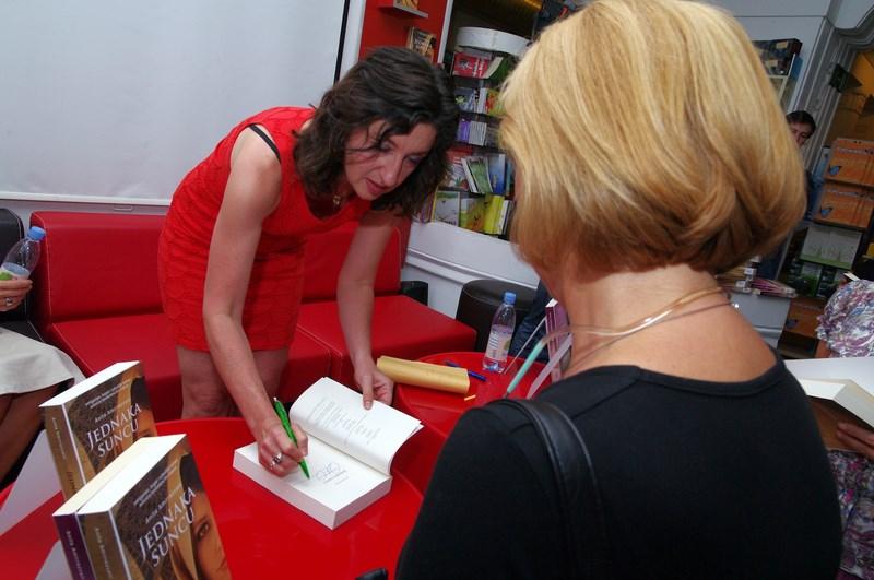 Anita Amirrezvani-potpisivanje u Profilu