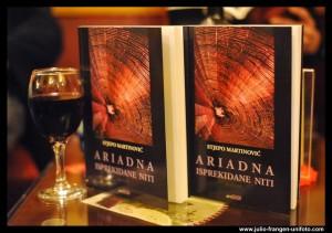 Stjepo Martinović-Ariadna isprekidane niti