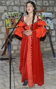 2-Laura Hladilo