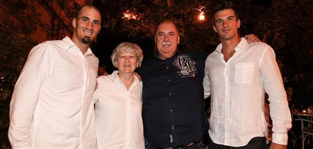 Braća Martin i Valent Sinković s roditeljima