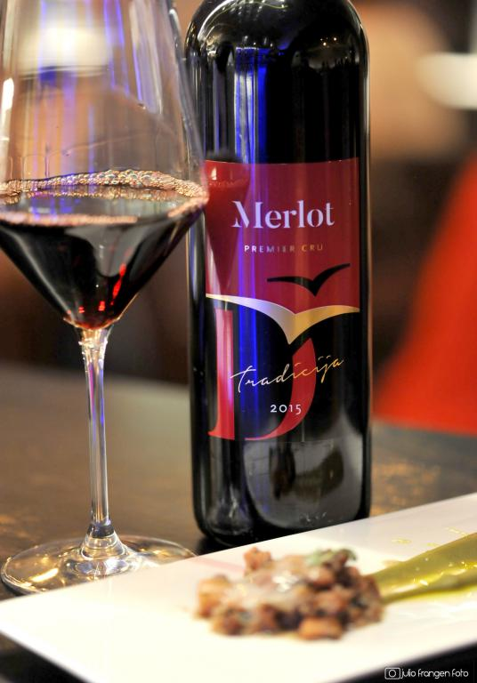 Merlot-sipa-s-bobom-i-melisom