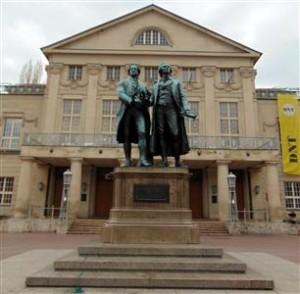 3-Weimar-kipovi Goethea i Schillera pred Nacionalnim teatrom (Custom)